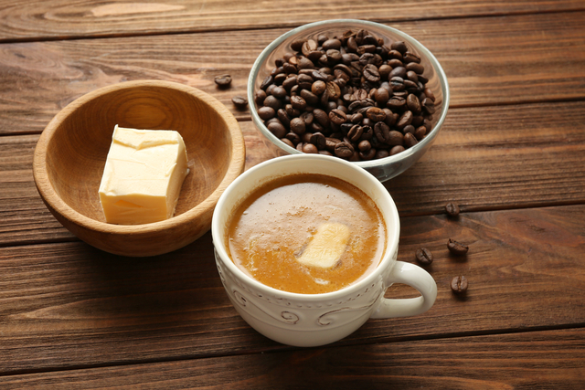 バターコーヒーとコーヒー豆