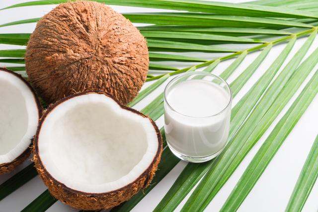 ココナッツミルクとココナッツ